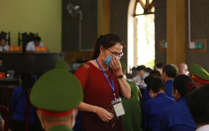 Xét xử gian lận thi THPT ở Sơn La: Con được nâng 24,8 điểm mẹ nói rất ngạc ...