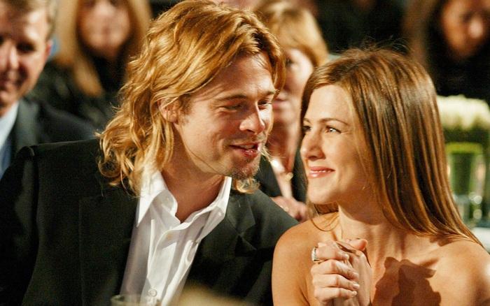 Xôn xao tin Brad Pitt cầu hôn vợ cũ Jennifer Aniston, hành động nắm tay ...