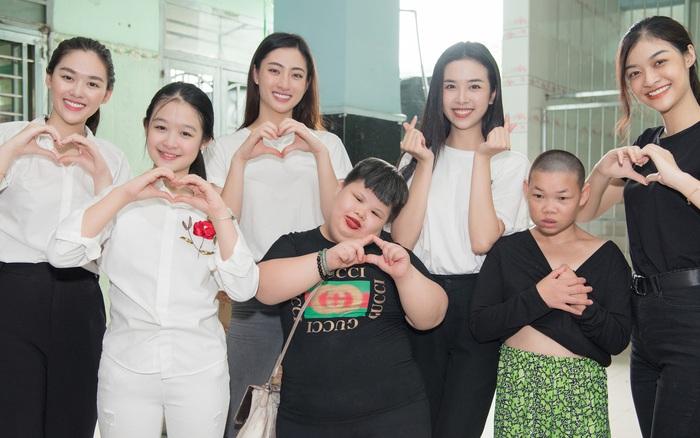 Tiểu Vy, Lương Thuỳ Linh cùng dàn Á hậu chung tay tặng quà cho trẻ em ...