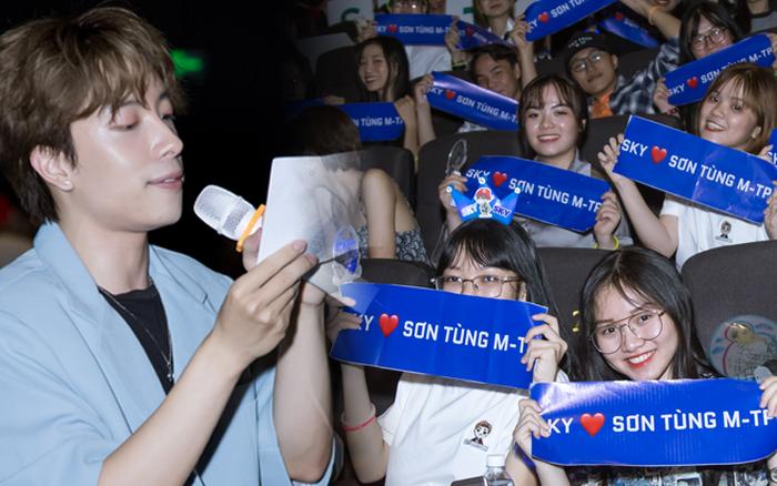 Fan Sơn Tùng M-TP chơi lớn trong ngày công chiếu SKY TOUR MOVIE