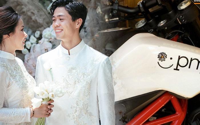 Công Phượng viết ký hiệu tên Viên Minh lên xe mô ...
