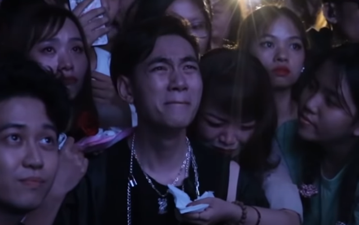 Hình ảnh: K-ICM khóc sau bàn DJ khi đọc loạt bình luận của anti-fan