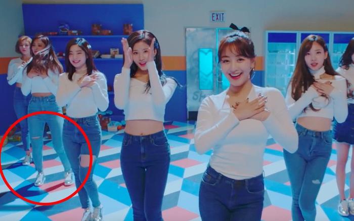 """Nhặt """"sạn"""" trong loạt MV Kpop đình đám"""