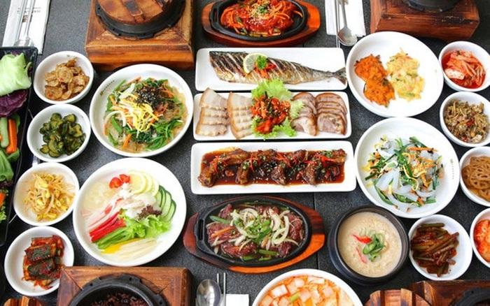"""Đi ăn đồ Hàn lúc nào cũng được khuyến mãi """"chục đĩa ..."""