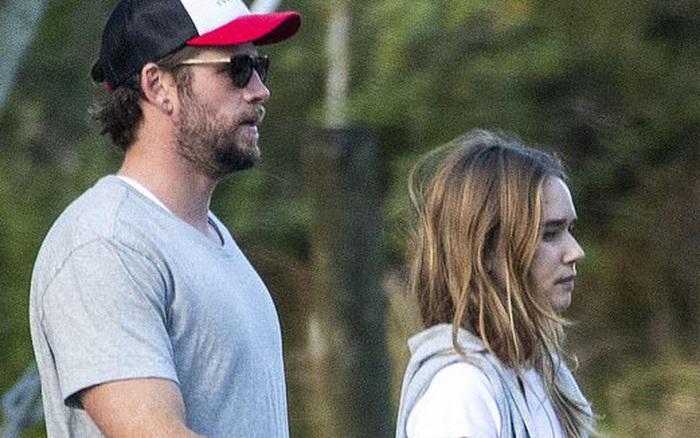 Mới 6 tháng sau khi ly hôn Miley Cyrus, Liam Hemsworth giờ đã đưa bạn ...