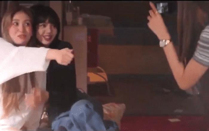 Somi kể chuyện hậu trường quay MV mới, tiết lộ lý do Jisoo và Lisa đến thăm khiến nữ idol nhận ra sự khác biệt giữa hoạt động nhóm và solo