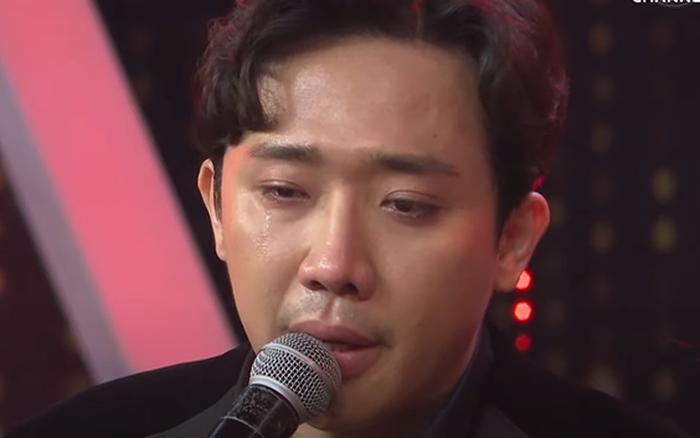 Trấn Thành không cầm được nước mắt khi nghe chuyện tình 18 năm của vợ chồng ...