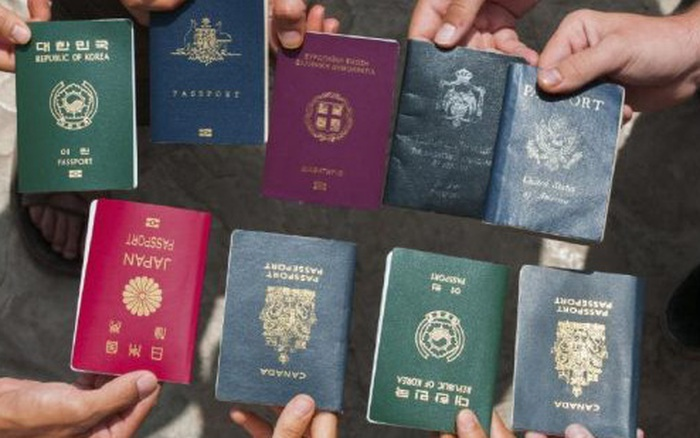 Những hộ chiếu quyền lực nhất thế giới hiện nay: Mỹ bị loại khỏi danh sách an toàn, ...