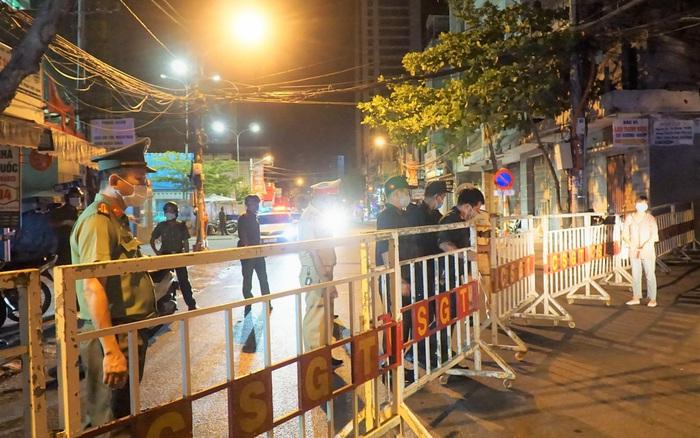 Những đường nào ở Đà Nẵng được dỡ bỏ phong tỏa từ 0 giờ khuya nay?