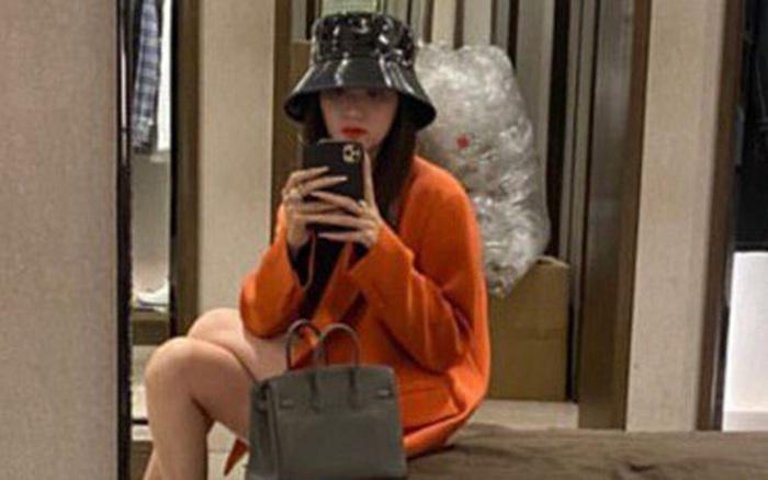 Hương Giang lẻ bóng đi mua sắm giữa lúc chuyện tình cảm với Matt Liu gặp liên hoàn sóng gió