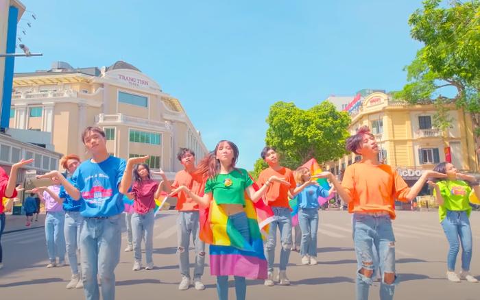 Sau khi giành giải ba cuộc thi dance cover của BLACKPINK, B-Wild tiếp tục được nữ ca sĩ hợp tác với BTS chia sẻ clip nhảy đầy tự hào