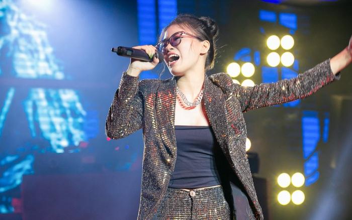 """King Of Rap: Nữ rapper 17 tuổi Pháo được 4 chọn với tiết mục chơi chữ cực ngầu """"Sợ quá cơ"""""""