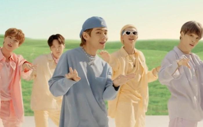 Dynamite giữ vững vị trí Á quân Billboard Hot 100 sau 4 tuần phát hành, còn ai dám nói BTS không thể đi đường dài ở nước Mỹ không?