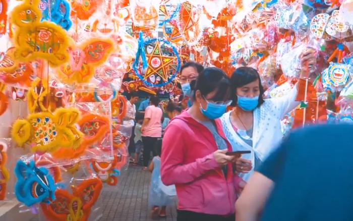 Clip: Phố lồng đèn Sài Gòn vắng khách, tiểu thương chỉ bán được 50% so với mọi năm