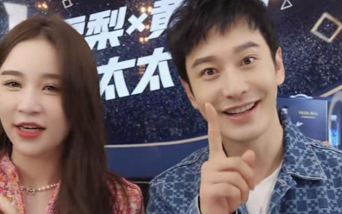 """Huỳnh Hiểu Minh gây sốt với với màn """"hack tuổi thần sầu, khiến MC livestream hot nhất nhì Weibo phải đỏ mặt bối rối"""