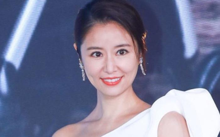 Bị hỏi về tin đồn ly hôn, Lâm Tâm Như tỏ thái độ mỉa mai cùng câu trả lời cực gắt khiến Cnet gật gù
