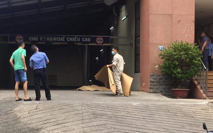 Hà Nội: Nam công nhân sửa điều hoà rơi từ tầng cao chung cư xuống đất tử vong