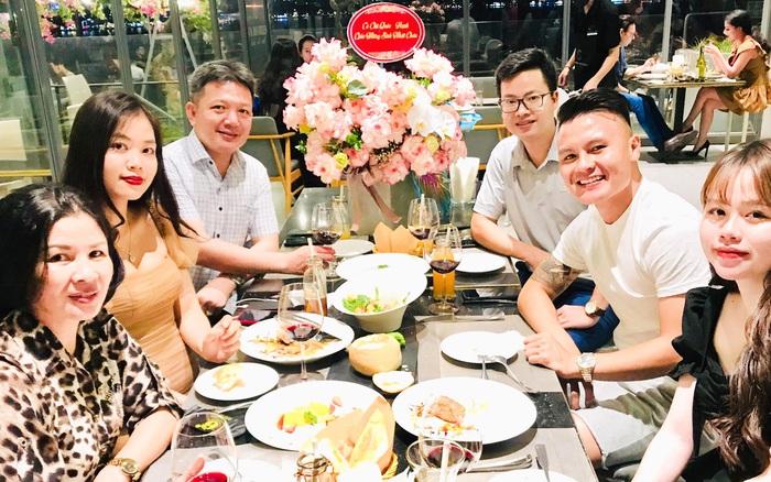 Đích thân bố mẹ Quang Hải tổ chức sinh nhật lần nữa cho Huỳnh Anh, nhìn trúng cô con dâu tương lai này rồi đây!