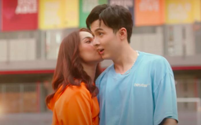 """Cara """"chốt đơn"""" bằng cái thơm má NoWay trong MV mới, cặp đôi Cano lại làm dân tình"""