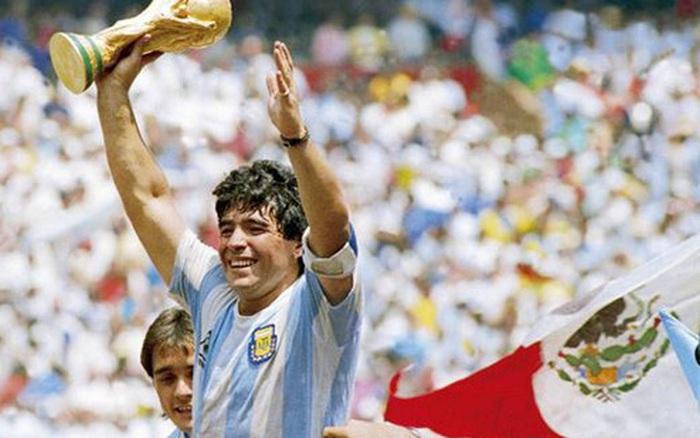 Sự nghiệp thăng trầm của Diego Maradona qua những bức hình đáng nhớ: Tạm biệt một thiên tài với đôi chân đầy những ma thuật