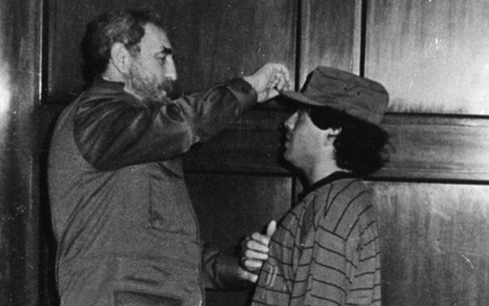 Diego Maradona mất cùng ngày với lãnh tụ Fidel Castro, người được