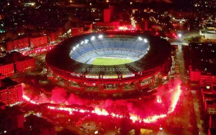 Fan tạo nên khung cảnh cực hoành tráng ở cúp châu Âu tưởng nhớ Maradona