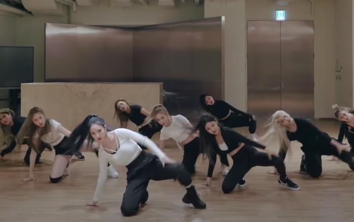 Soi dance practice của aespa: Karina được khen vì tỷ lệ cơ thể quá đẹp, Knet thắc mắc ai là main dancer của nhóm vì không ai nổi bật