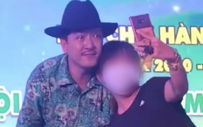 Netizen lên án gay gắt khán giả thiếu tế nhị, cố chụp ảnh cùng Trường Giang bất chấp anh đang khóc vì thương nhớ cố nghệ sĩ Chí Tài