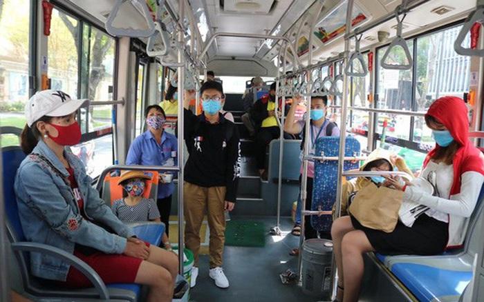 Tìm hành khách trên hai tuyến xe buýt Long An – TP HCM