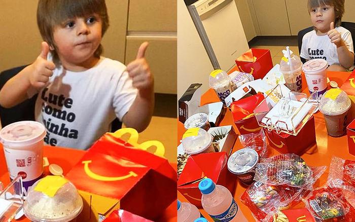 Cậu bé 4 tuổi lén lấy điện thoại mẹ order 2 triệu tiền thức ăn nhanh, khi bị phát hiện liền có biểu cảm khiến ai cũng bất ngờ