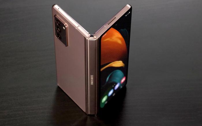 Samsung sẽ ra mắt 3 mẫu điện thoại gập vào năm 2021 - bơi