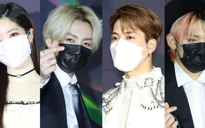 """Thảm đỏ Grammy Hàn 2021 ngày 2: GOT7 buồn thiu sau tin tan rã, TWICE khoe chân dài, Jungkook tóc vàng choé bên """"em trai BTS"""" mặc váy"""