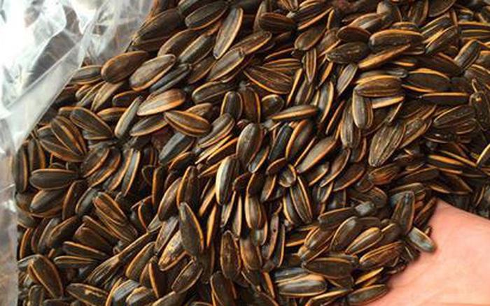 Mê cắn hạt hướng dương đến mấy thì cũng không nên ăn 3 loại này, chỉ rước hại vào thân