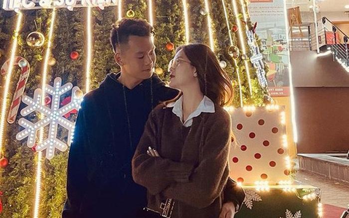 Thành Chung và bạn gái thích thú khi tình cờ