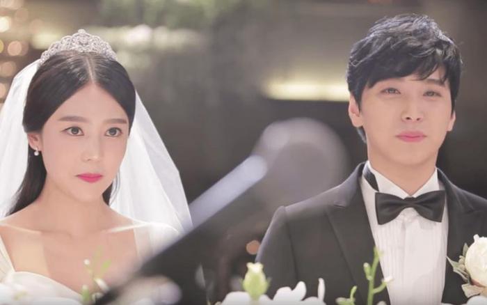 """Sungmin (SuJu) vừa xác nhận cùng vợ tham gia show thực tế mới, E.L.F đã gay gắt: """"Mau rời khỏi nhóm!"""""""