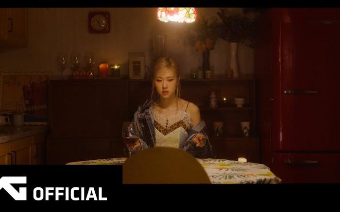 Tưởng Rosé tiết lộ luôn giai điệu bài chủ đề trong teaser debut, ai dè YG cua gắt