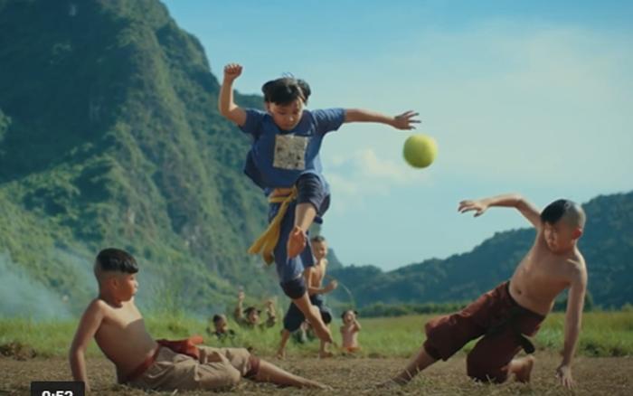 Trận bóng bưởi huyền thoại của Thần Đồng Đất Việt được tái hiện đầy cảm xúc ở Trạng Tí