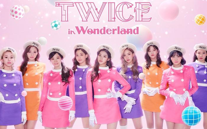 TWICE vừa tung poster đủ 9 người cho concert tại Nhật đã bị so sánh với SNSD vì concept hường phấn, đồng phục na ná
