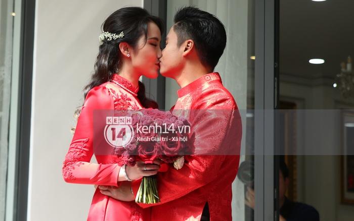 Chùm ảnh hôn nhau căng đét đèn đẹt của vợ chồng tổng giám đốc Phan Thành