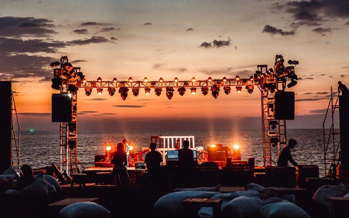 Ngây ngất sân khấu HOT14 WOW Sunset Fest: đắm mình tuyệt đẹp dưới hoàng hôn Phú Quốc, đỉnh cao của