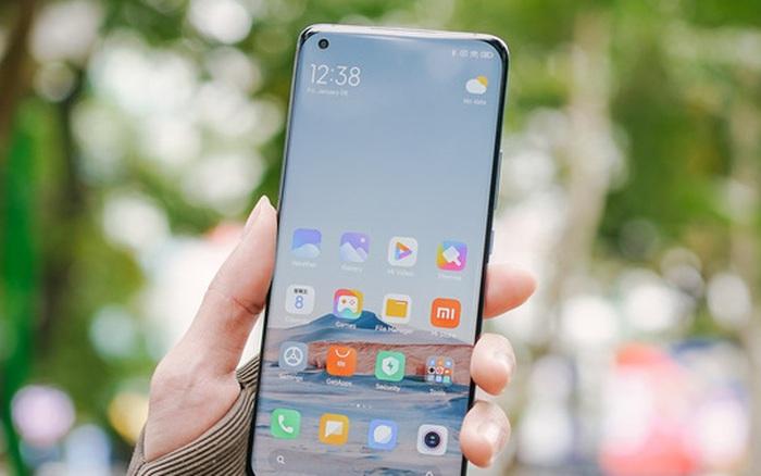 Trên tay Xiaomi Mi 11 tại Việt Nam: Smartphone đầu tiên với chip Snapdragon 888, giá 16 triệu đồng