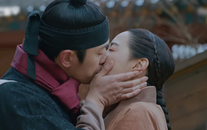 Kim Jung Hyun đâu ngại ôm hôn, lăn giường với bạn diễn, chỉ cần Seo Ye Ji không kiểm soát thôi! - Ảnh 13.