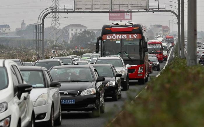 Chiều mùng 4 Tết, người dân ùn ùn đổ về Hà Nội: Cao tốc Pháp Vân - Cầu Giẽ xuất hiện các điểm ùn tắc kéo dài