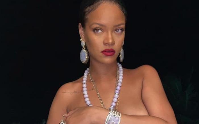 Rihanna gây sốc khi tung ảnh bán nude khoe vòng 1 ngồn ngộn, chỉ dùng tay che phần nhạy cảm