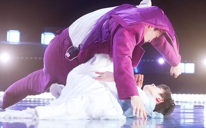 Sáng Tạo Doanh: 2 mỹ nam bất ngờ cuốn lấy nhau ngay trên sân khấu, biến bạn cùng thi thành...