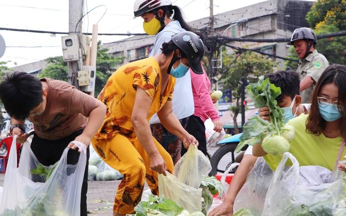 Rằm tháng Giêng, người Sài Gòn hồ hởi kéo nhau đi