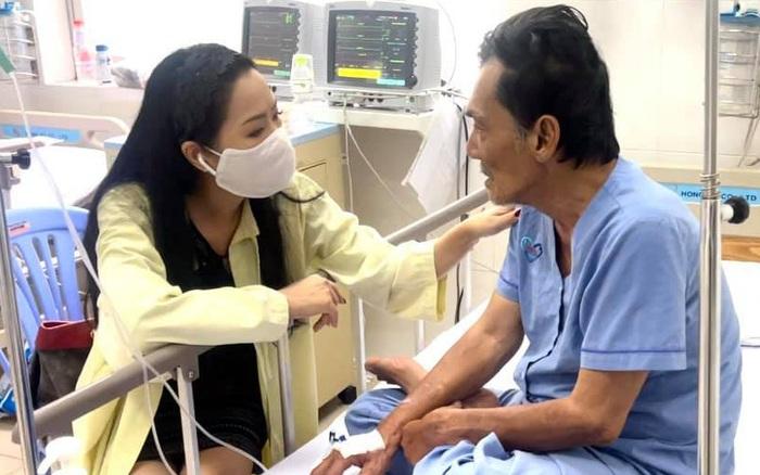 NS Thương Tín đã có thể ngồi dậy trò chuyện với đồng nghiệp, Trịnh Kim Chi tiết lộ chẩn đoán của bác sĩ về tình trạng nam diễn viên