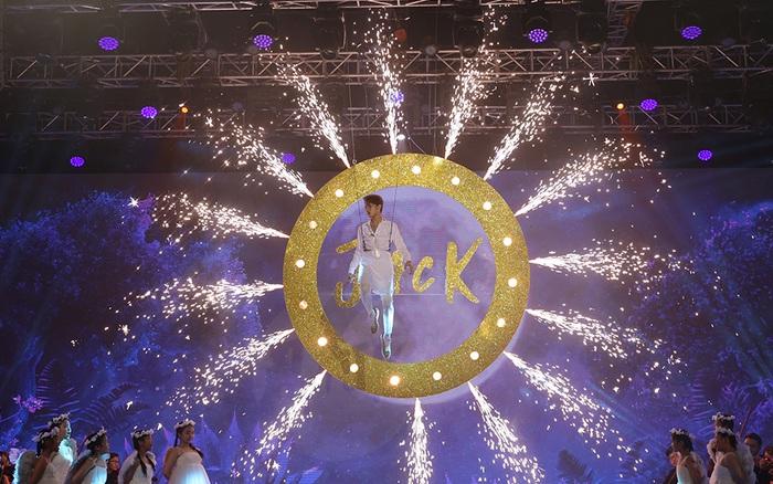 Jack tiết lộ về sân khấu kỳ ảo, màn đu dây hoành tráng trong sân khấu đêm Giao thừa