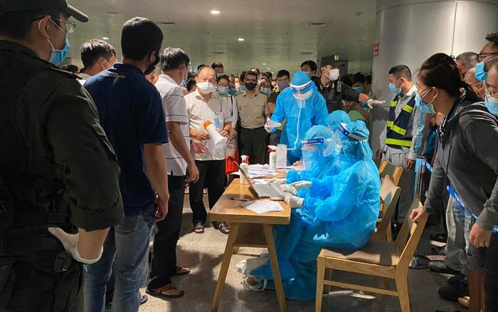 Ngay lúc này: Đang khẩn trương lấy mẫu 1.000 nhân viên Sân bay Tân Sơn Nhất