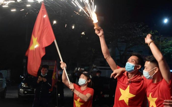 Ảnh: Hải Dương dỡ cách ly xã hội, người dân Chí Linh vui mừng hò reo sau 34 ngày